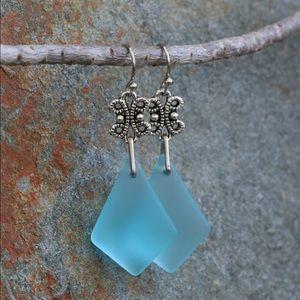 🦋Silvertone & Aqua Sea Glass Drop Earrings New!